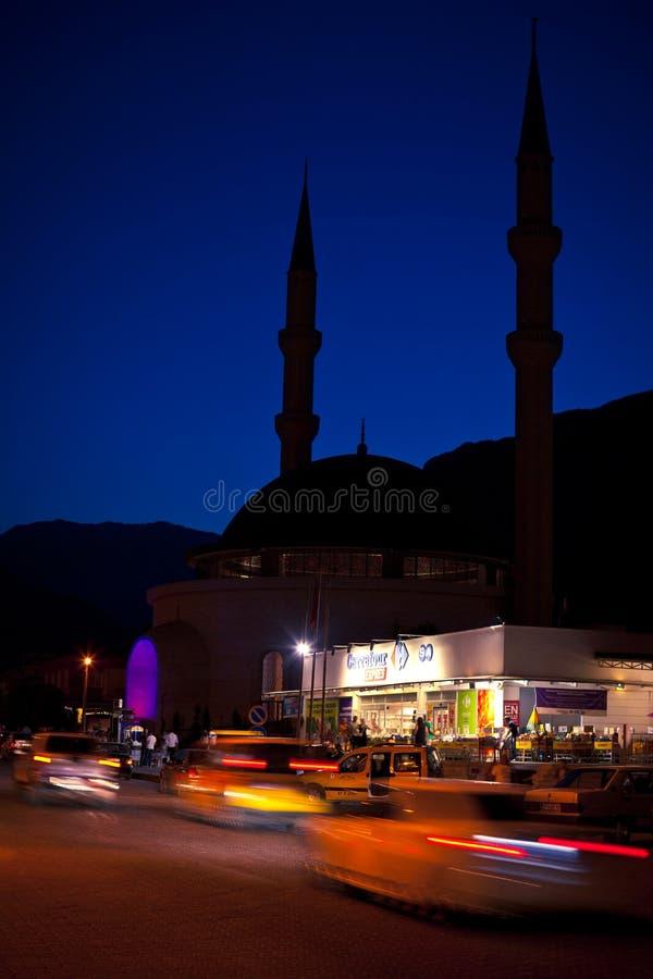 Scena della via di notte in Kemer immagini stock