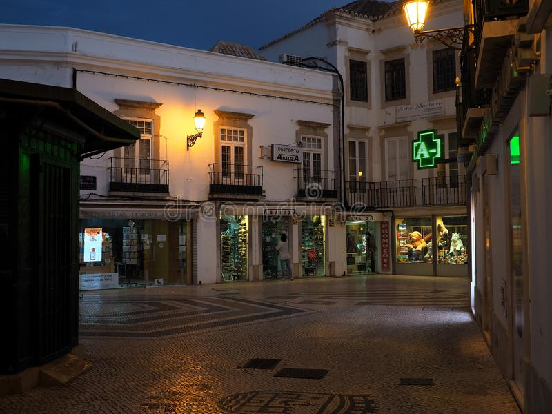 Download Scena Della Via A Faro Portogallo Al Crepuscolo Immagine Editoriale - Immagine di decorativo, costruzione: 117978865