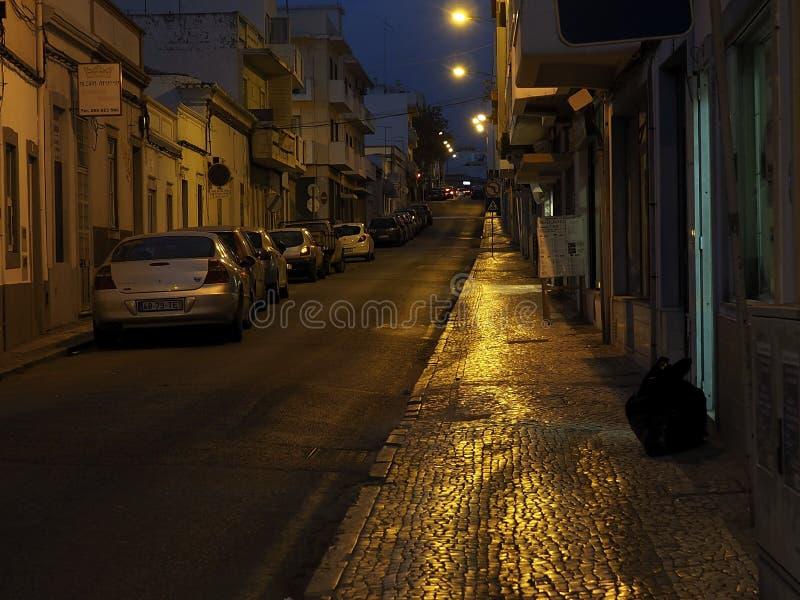 Download Scena Della Via A Faro Portogallo Al Crepuscolo Immagine Editoriale - Immagine di luci, dusk: 117978875