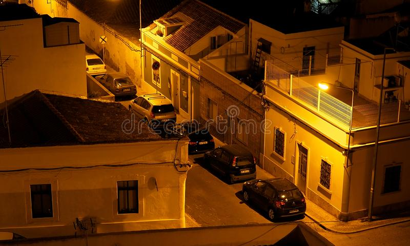 Download Scena Della Via A Faro Portogallo Al Crepuscolo Fotografia Editoriale - Immagine di lampada, parcheggiato: 117978901