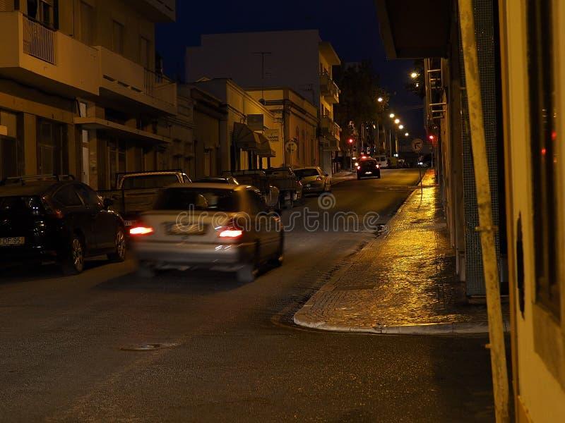 Download Scena Della Via A Faro Portogallo Al Crepuscolo Immagine Editoriale - Immagine di europa, automobili: 117979625