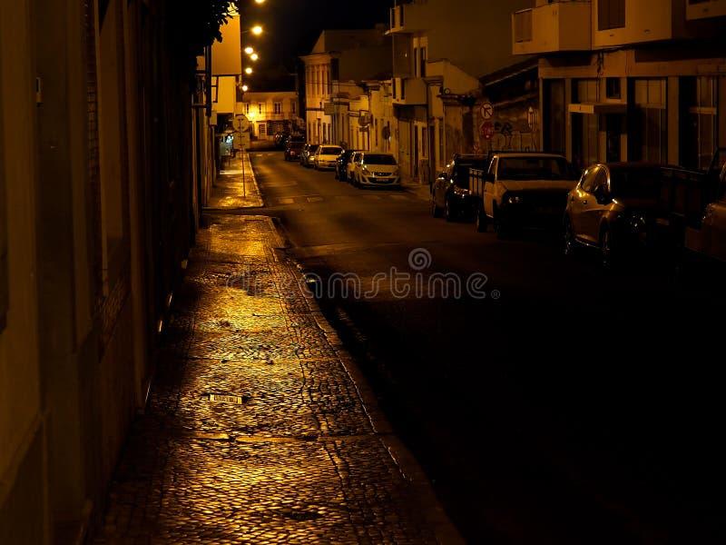 Download Scena Della Via A Faro Portogallo Al Crepuscolo Fotografia Editoriale - Immagine di scenico, sera: 117979636