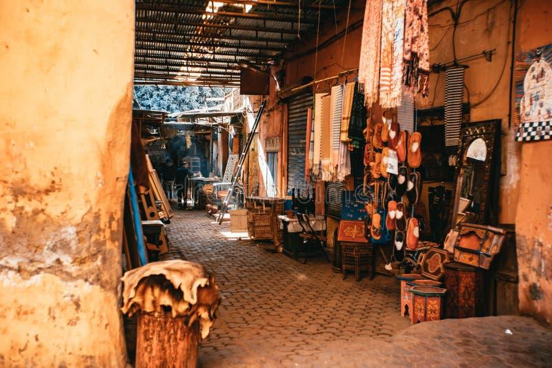 Scena della via nel mercato di Medina a Marrakesh fotografia stock libera da diritti