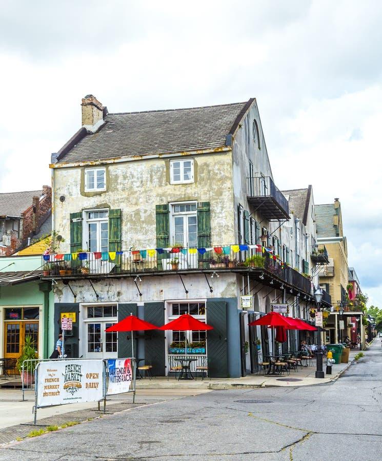 Scena della via nel quartiere francese, anche conosciuto come il Vieux Carré fotografie stock