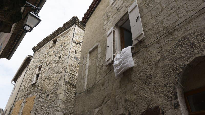Scena della via in Viviers medievale Francia fotografia stock libera da diritti