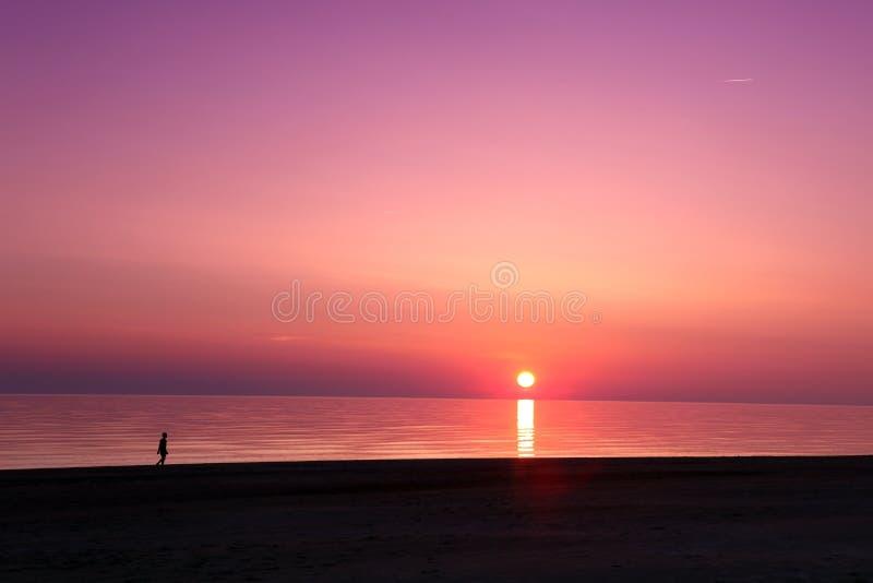 Scena dello scape del mare tramonto nell'oceano, oceano della spiaggia fotografia stock libera da diritti