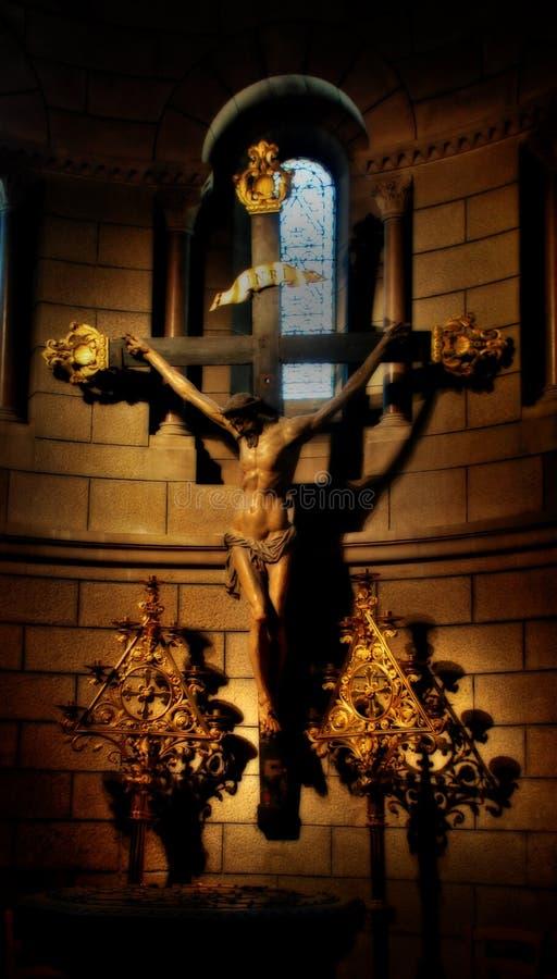 Scena di crucifissione in chiesa immagini stock libere da diritti