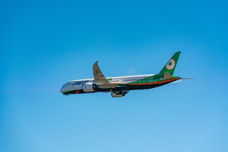 Scena di decollo di Eva Air Boeing 787-9 immagini stock libere da diritti