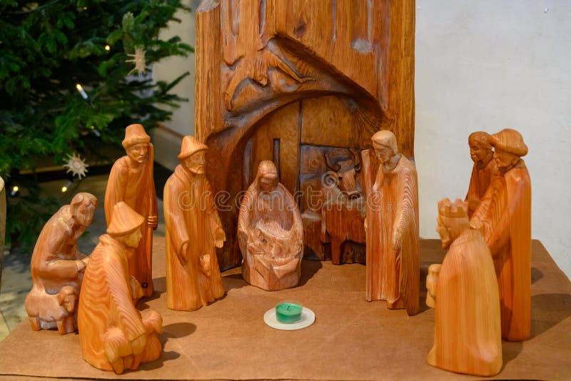 Scena di Natale di natività - la famiglia santa con tre re e Sheperds immagini stock libere da diritti