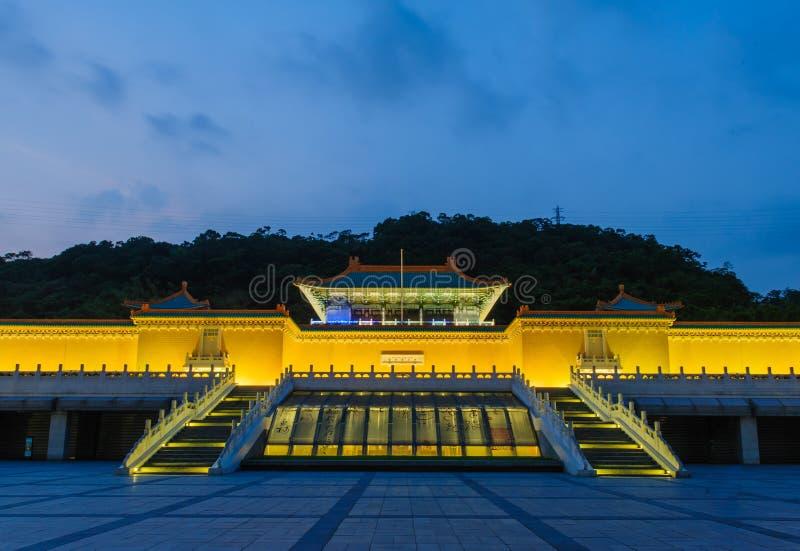 Scena di notte del museo di palazzo nazionale fotografie stock libere da diritti