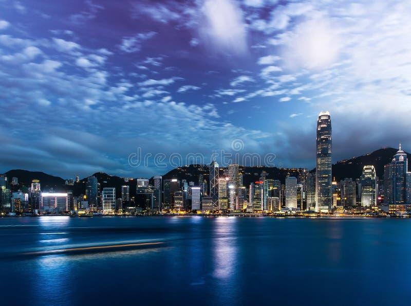 Scena di notte del porto di Hong Kong Victoria fotografia stock libera da diritti