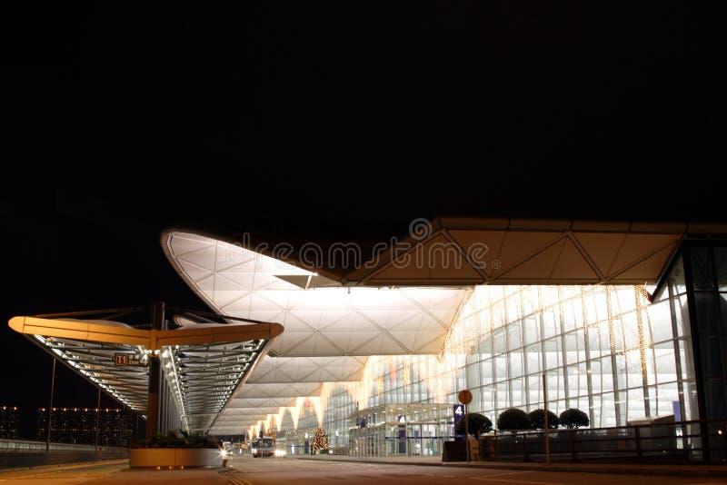 Scena di notte dell'aeroporto di Hong Kong fotografia stock libera da diritti