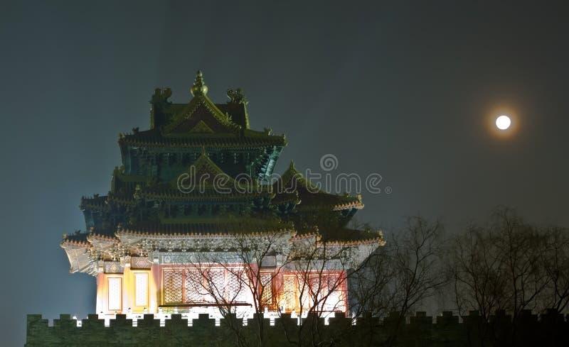 Scena di notte della torretta antica fotografia stock