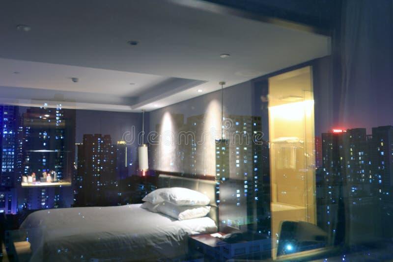 Scena di notte fuori della finestra della camera da letto immagine stock immagine di pacifico - La finestra della camera da letto ...