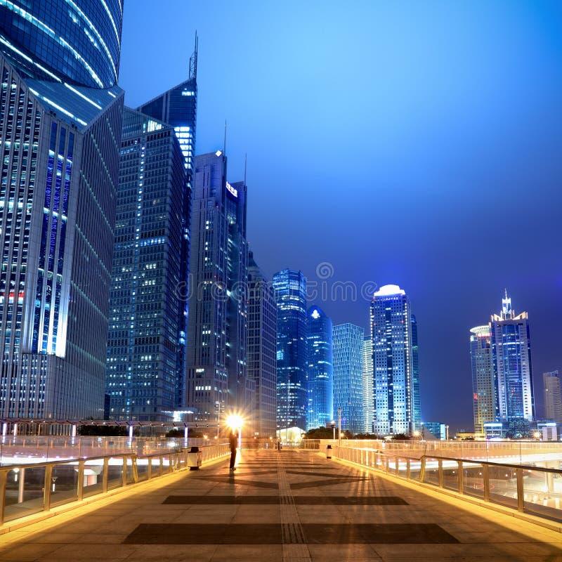 Scena di notte sul flyover a Schang-Hai fotografia stock