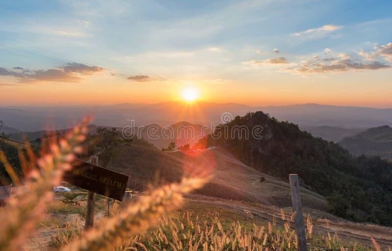 Scena di tramonto a nord della Tailandia immagini stock libere da diritti