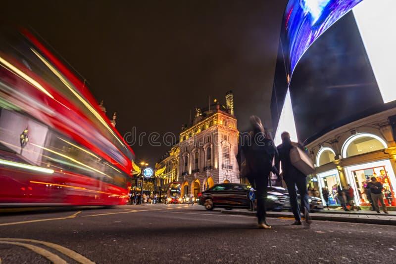 Scena notturna a Piccadilly Circus fotografia stock libera da diritti
