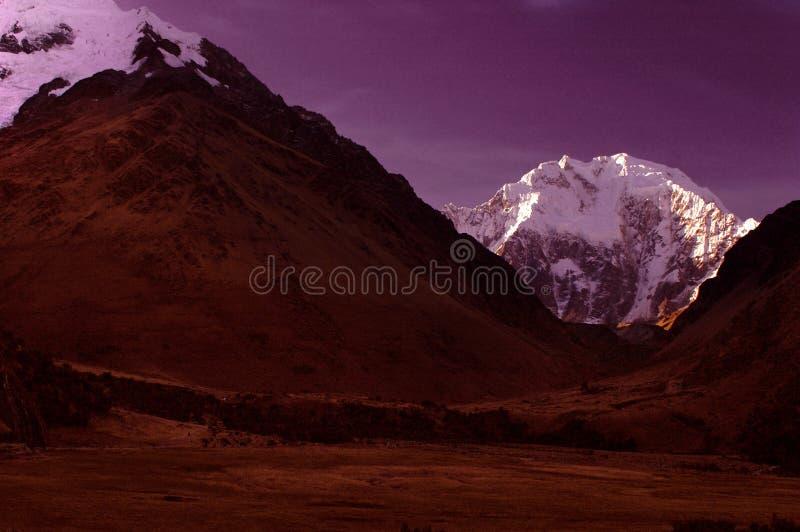 scena salcanty di notte delle montagne immagini stock