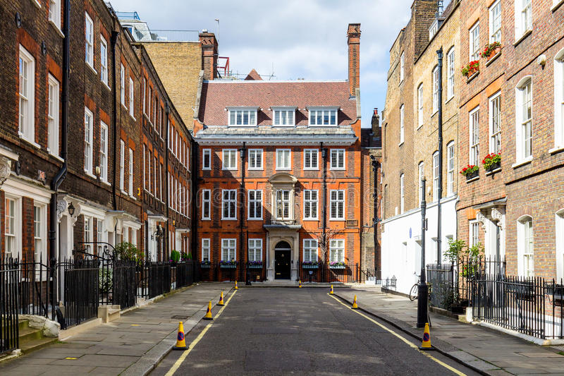 Scena tipica della via nel distretto centrale di Londra con il familia fotografia stock
