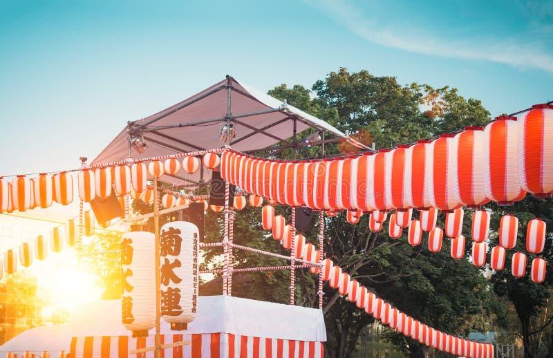Scena Yaguro Papierowa biała lampionu Chochin sceneria dla wakacje Obon gdy ludzie tana bon Odori obraz stock