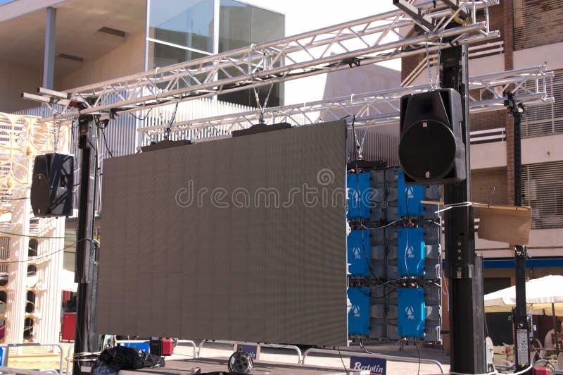 Scena z mówcami i ekranem na ulicie obrazy royalty free