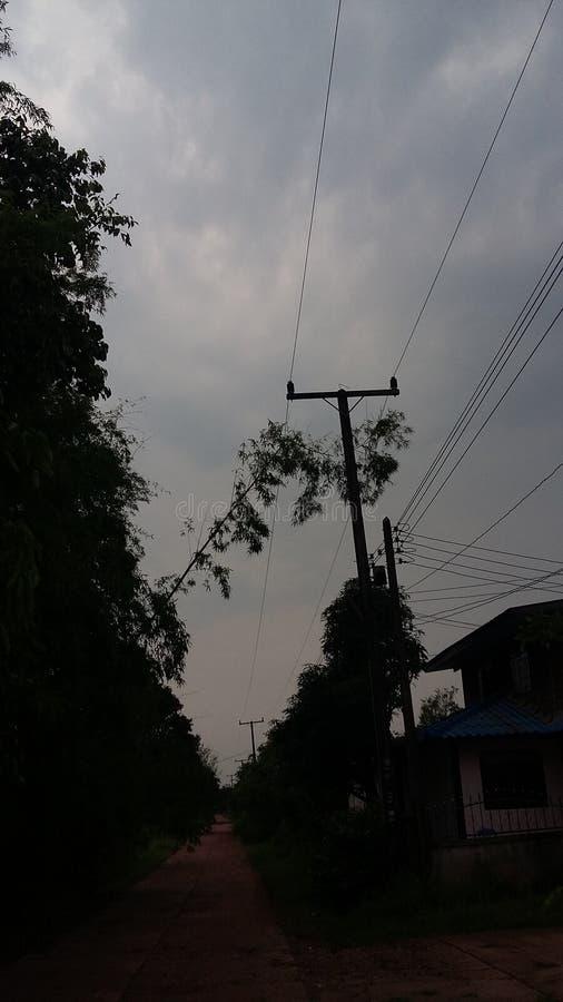 Scence foncé après tempête offerte image libre de droits