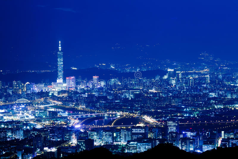 Scene blu di notte di stile della città di Taipeh, Taiwan immagine stock libera da diritti