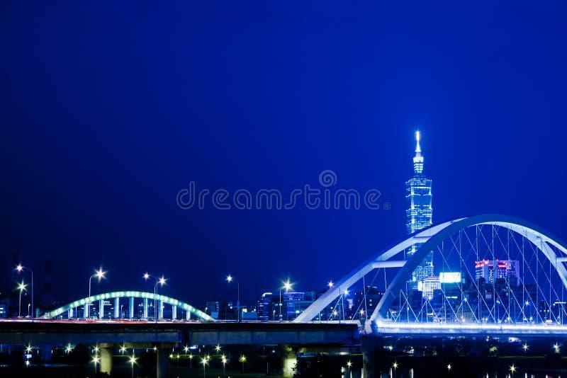 Scene blu di notte di stile della città di Taipeh, Taiwan fotografie stock libere da diritti