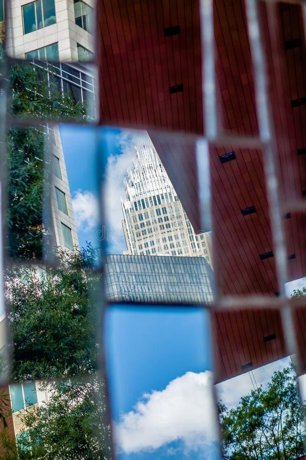 Scene dell'orizzonte e della via di Charlotte nc durante il tempo di giorno fotografia stock