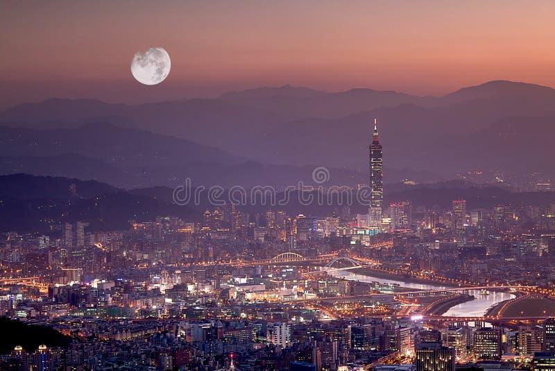 Scene di notte della città di Taipeh, Taiwan immagine stock libera da diritti