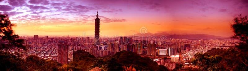 Scene di notte della città di Taipeh, Taiwan immagini stock