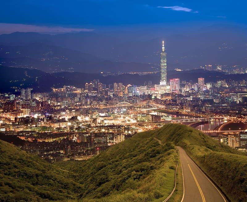 Scene di notte della città di Taipeh, Taiwan fotografia stock