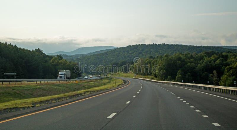 Sceneri Interstate 90 Nel Nuovo Inghilterra immagini stock