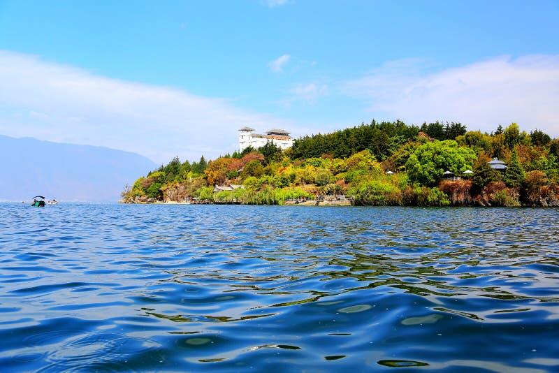 Sceneria brzeg jeziora Erhai jezioro zdjęcie royalty free