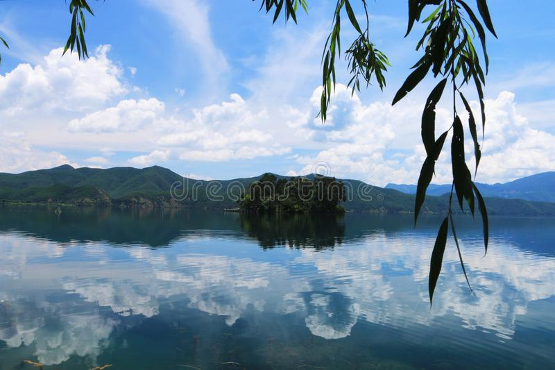 Sceneria lugu jezioro, lijiang, Yunnan, porcelana zdjęcia stock