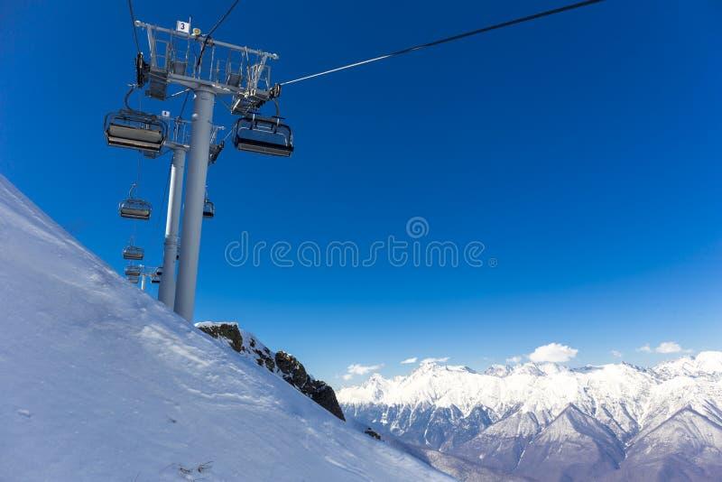 Sceneria odgórny widok na zim górach od ośrodka narciarskiego Gorky Gorod fotografia royalty free