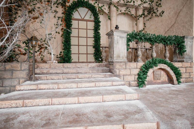 Sceneria teatr lub studio Wejście w starej architekturze z schody i kolumnami Święta dekorują odznaczenie domowych świeżych pomys zdjęcie royalty free