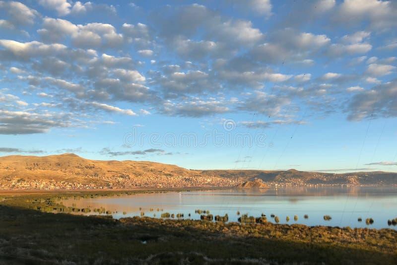 Sceneria wokoło Jeziornego Titicaca przy Puno, Peru zdjęcie stock