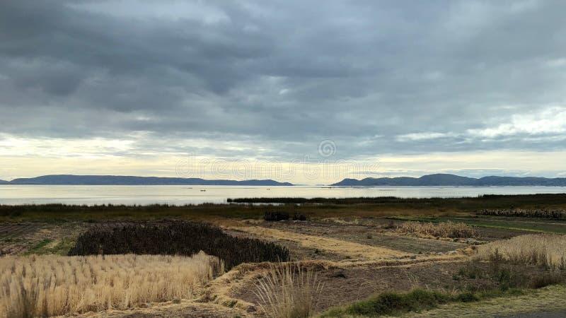 Sceneria wokoło Jeziornego Titicaca przy Puno, Peru obraz stock