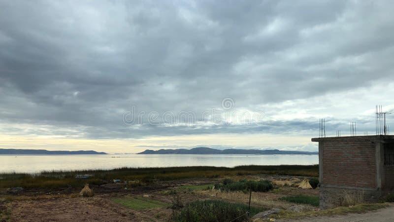 Sceneria wokoło Jeziornego Titicaca przy Puno, Peru obrazy stock