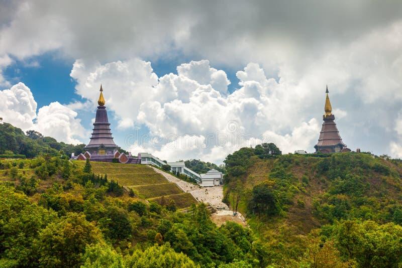 Scenerii Buddyjskiej świątyni Krajobrazowe pagody Noppamethanedol Phumsiri w parka narodowego Doi inthanon & Noppapol obraz royalty free