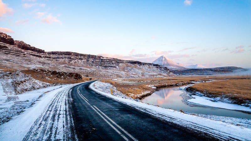 Scenervy frÃ¥n ringvägen runt Island under vintern fotografering för bildbyråer