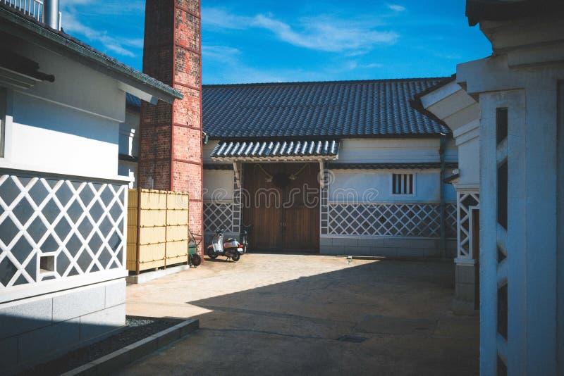 Scenery of a Sake brewery under den klara himlen i Saijo, Japan fotografering för bildbyråer