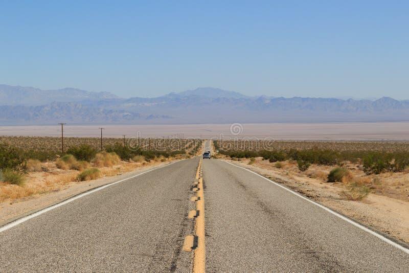 Scenia motorway i Mojave Desert, Kalifornien arkivfoto