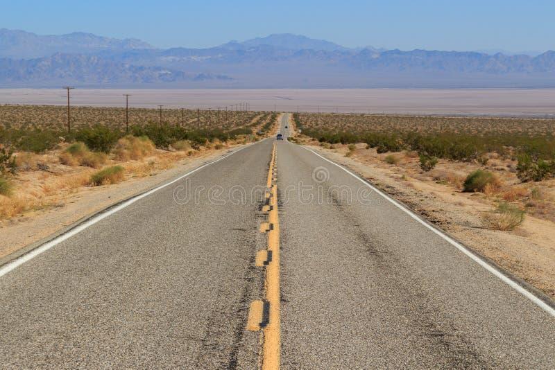 Scenia motorway i Mojave Desert, Kalifornien arkivbilder