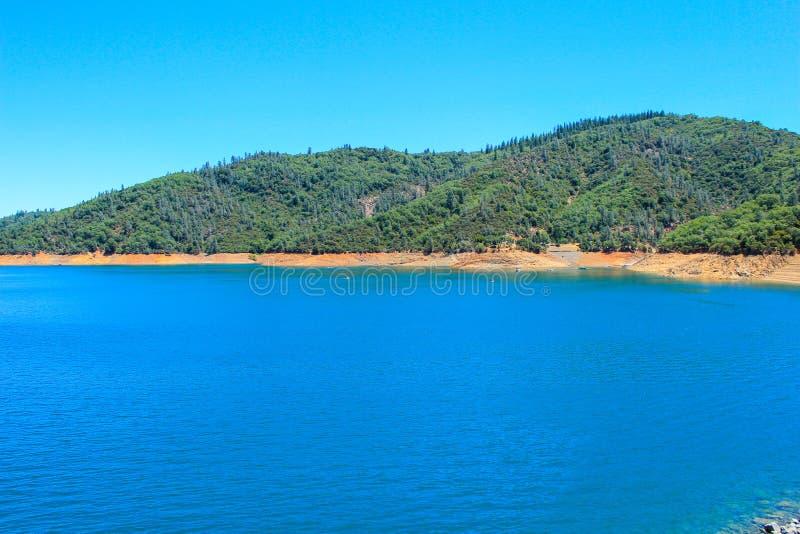 Scenia View of the Shasta Lake, Kalifornien, USA arkivbild