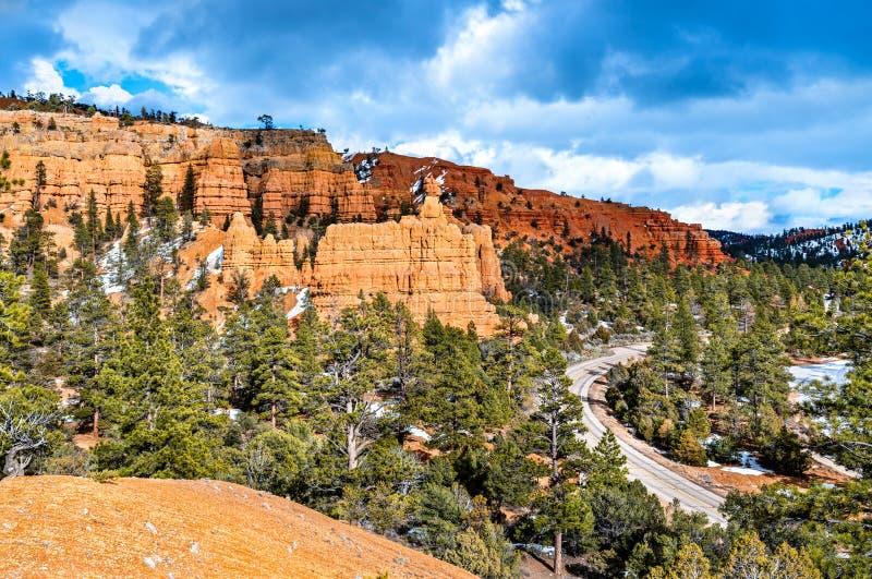 Scenic Byway 12 bij Red Canyon in Utah, de VS royalty-vrije stock foto's