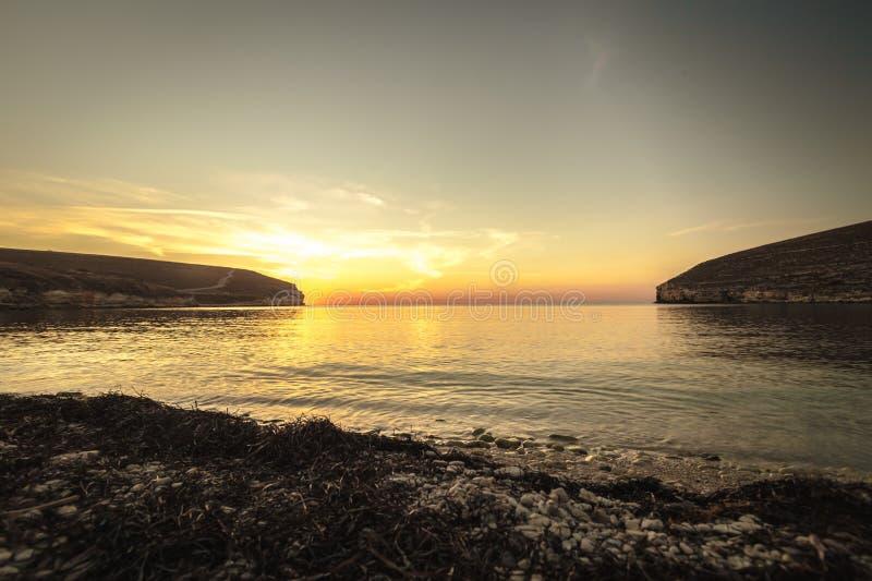 Download Scenics fotografia stock. Immagine di tramonto, spiaggia - 117975548