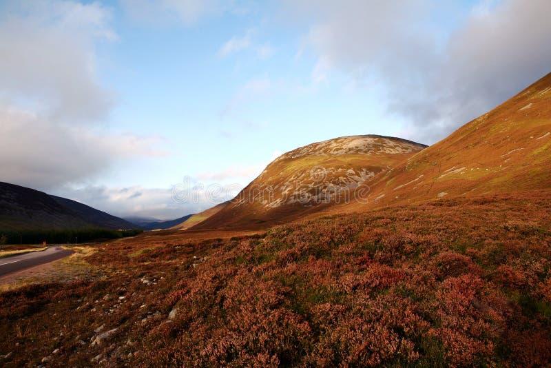 Sceniczna Północnego wybrzeża 500 trasa średniogórza szkockich fotografia royalty free