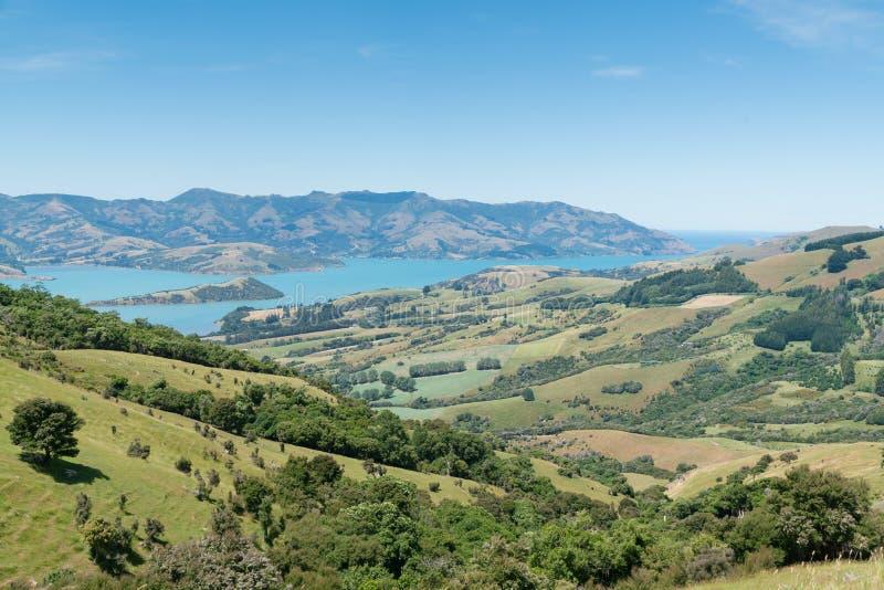 Sceniczni krajobrazy Akaroa, wschodnie wybrzeże Nowa Zelandia obraz royalty free